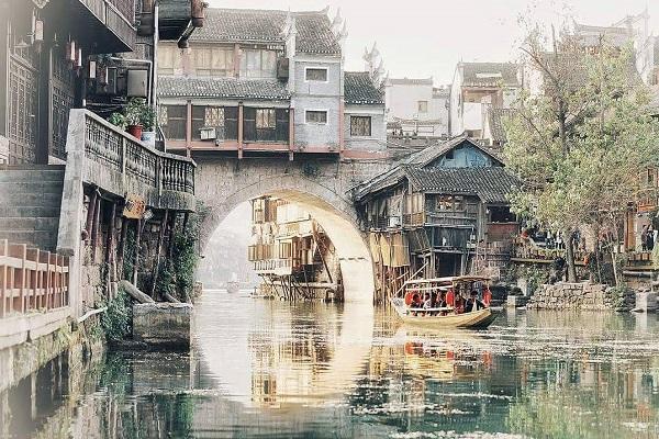 Du lịch Trung Quốc Phượng Hoàng Cổ Trấn giá rẻ
